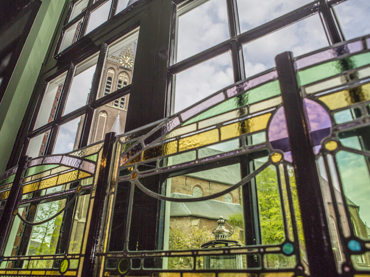 Boer Goossens |  Oude glas in lood hergebruikt